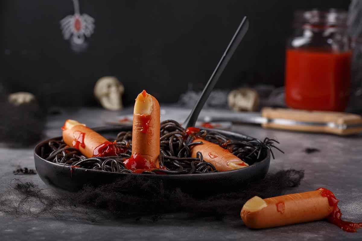 Spaghetti neri, primi piatti spaventosi per Halloween