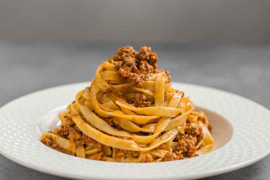 piatto di tagliatelle al ragu, cucinare la pasta senza errori