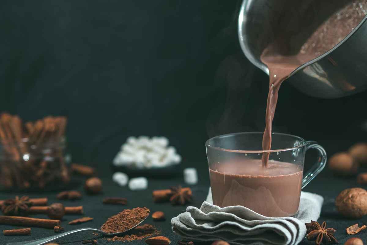 cioccolata calda densa in tazza