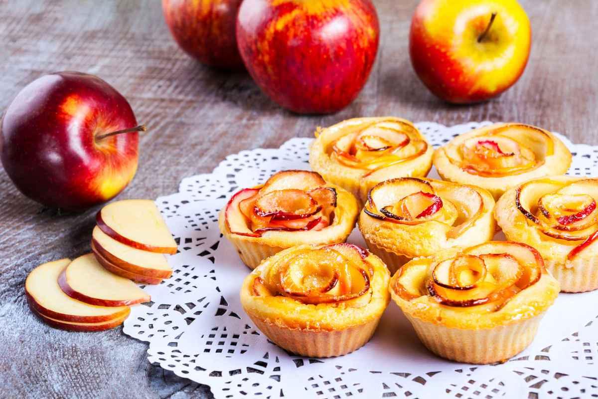 dolci con le mele, muffin con rose di mele