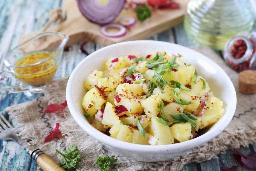 piatto con radicchio e patate