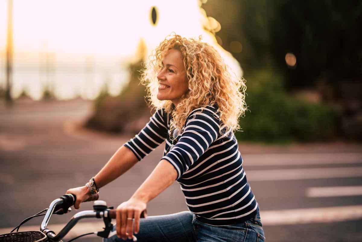 donna in bici, ricette anti stanchezza