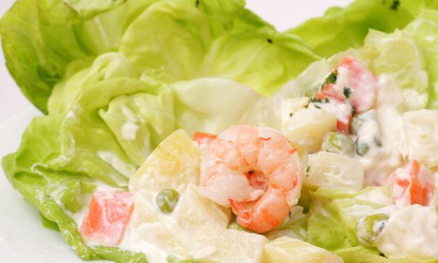 Conchiglie di insalata russa di pesce
