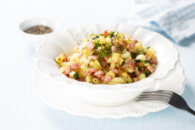 Pasta fredda con zucchine e speck