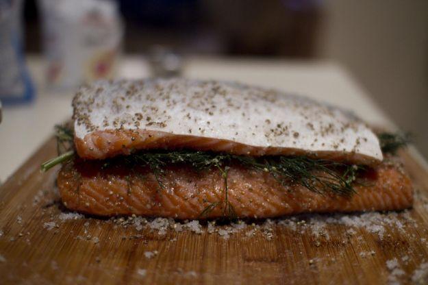 Gravad lax (sandwich di salmone marinato)