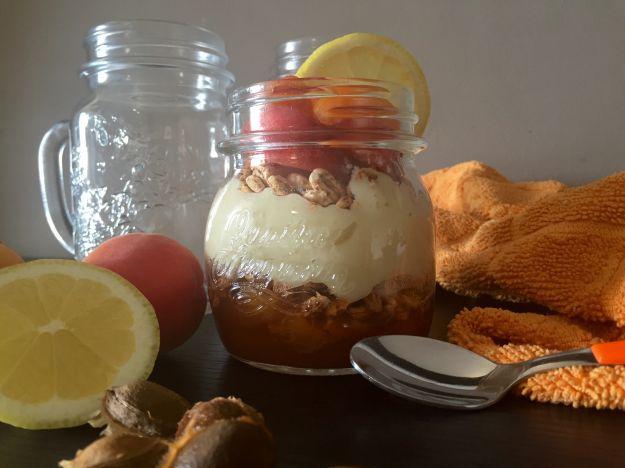 Parfait di albicocche e crema pasticcera vegana al profumo di limone