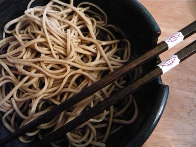 Spaghetti di riso con radicchio e speck