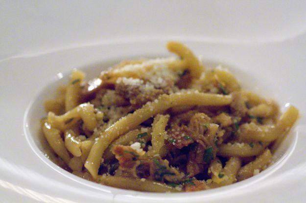 Strozzapreti con crudo, asparagi e parmigiano