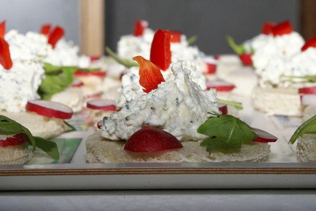 Tartine tricolori al formaggio