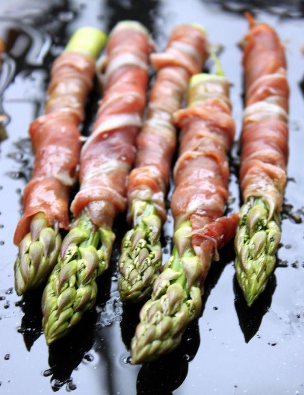 asparagi al prosciutto crudo di Parma