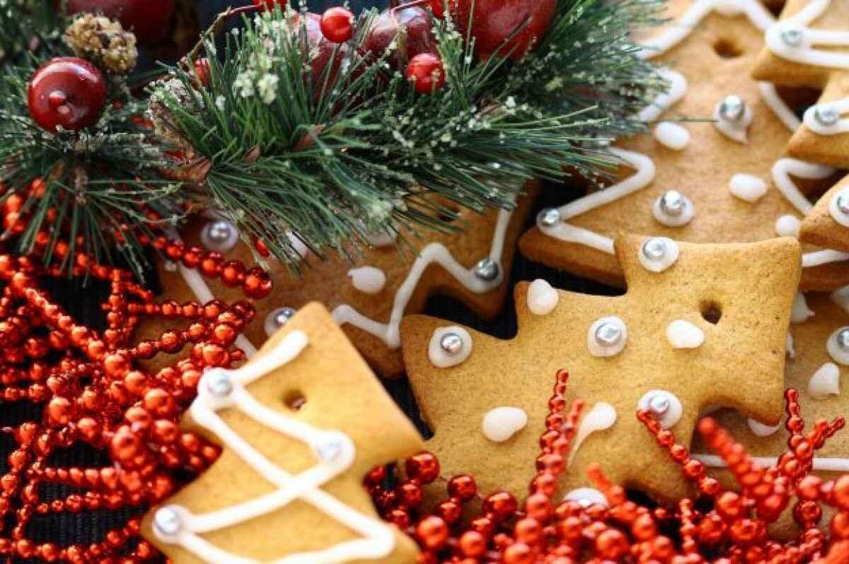 Biscotti Finti Per Albero Di Natale.Biscotti Di Natale Da Appendere All Albero Buttalapasta