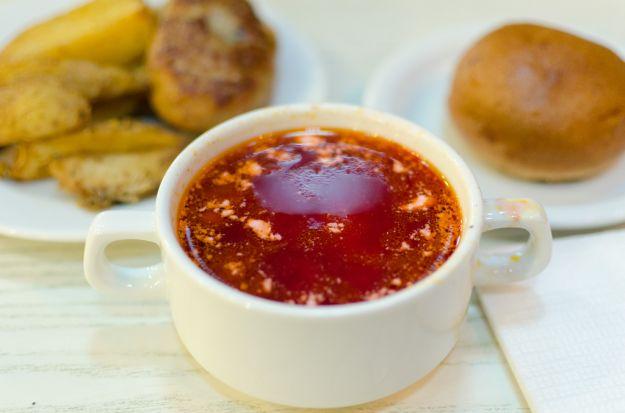 Borsch ligth, zuppa estiva di pomodori e cetrioli