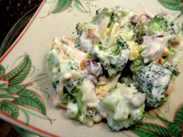 broccoli in salsa di yogurt