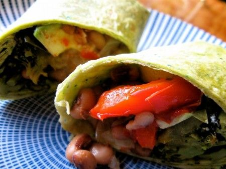 Burrito con fagioli e pomodori