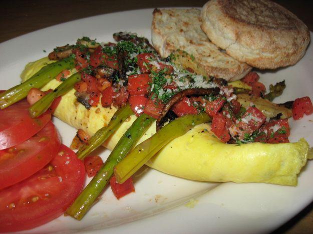 Carciofi asparagi e pomodori