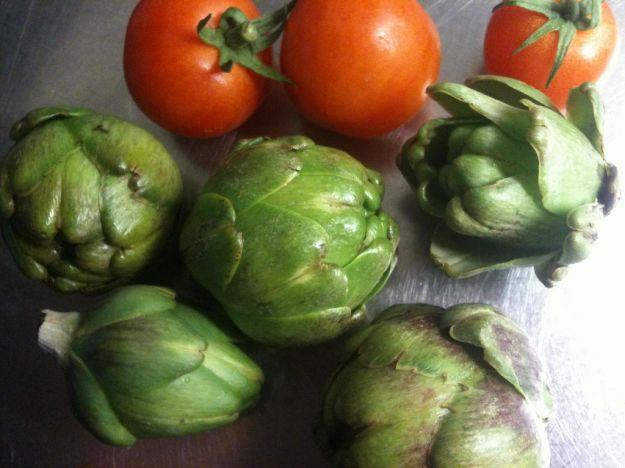 Carciofi con pomodorini e maggiorana