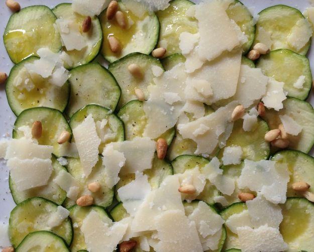Carpaccio di zucchine ai pinoli
