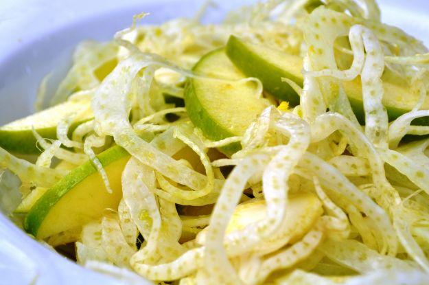 Carpaccio di finocchi e mela verde con olive