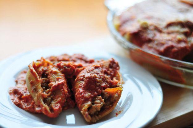 conchiglioni ripieni di carne prosciutto e mozzarella