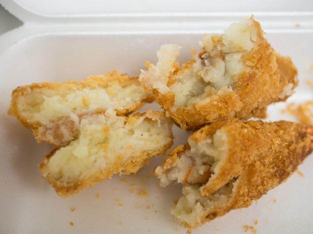 Crocchette di patate con scampi e funghi