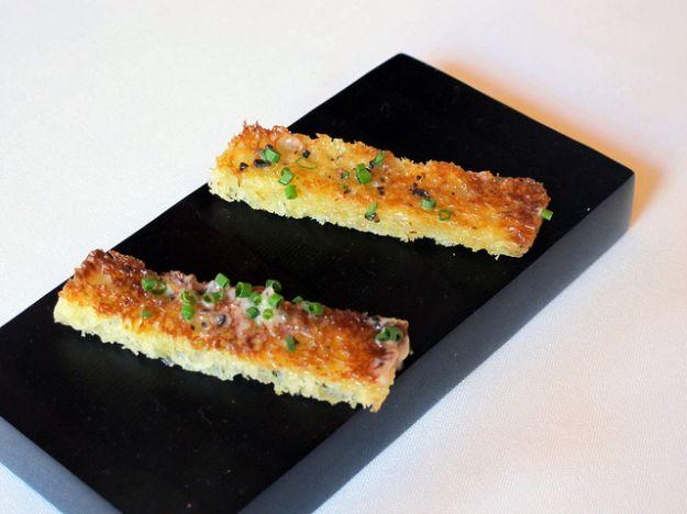 Crostini con tartufo e salsa di burro