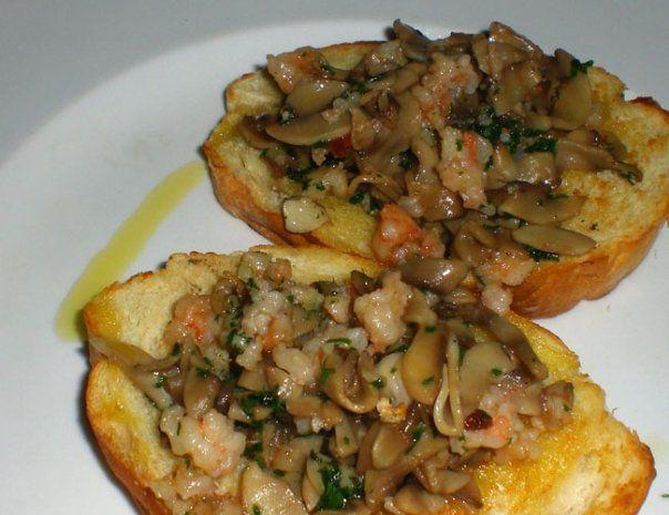Crostoni con gamberetti funghi e noci