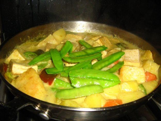 Curry di cernia con tofu e verdure