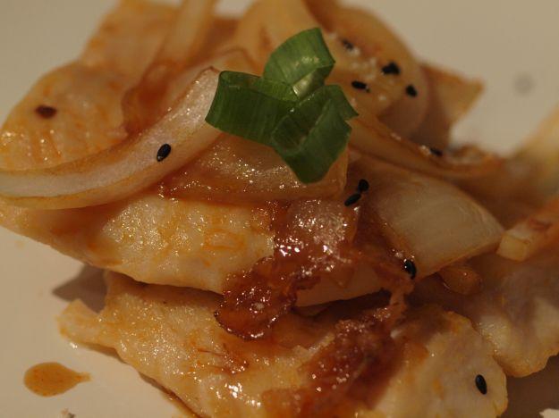 Filetto di merluzzo stufato con cipolle