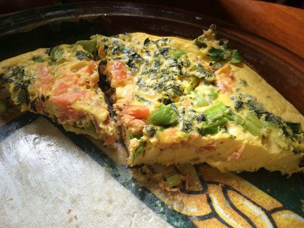 Frittata con salmone e asparagi