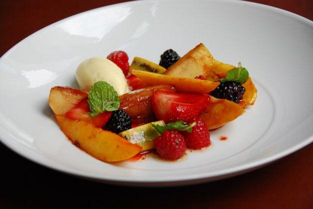 Gelato con frutta caramellata