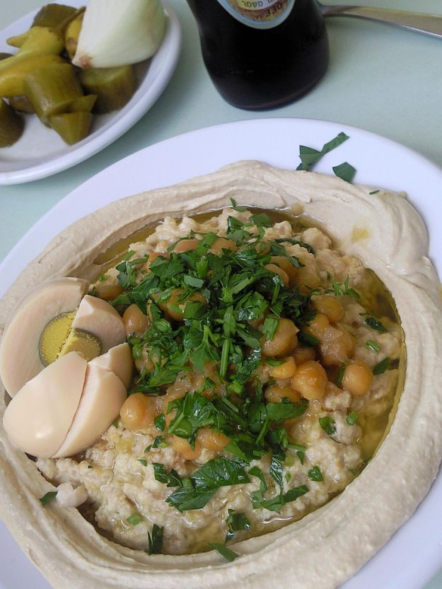 Hummus con ceci e uova sode