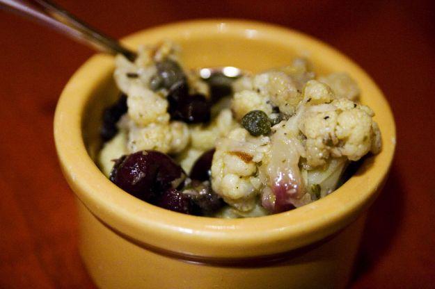 Insalata di cavolfiore con olive nere