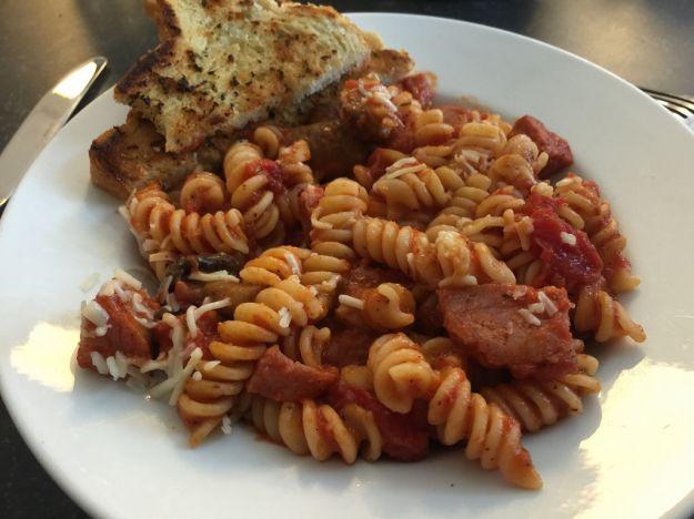 insalata di pasta con wurstel