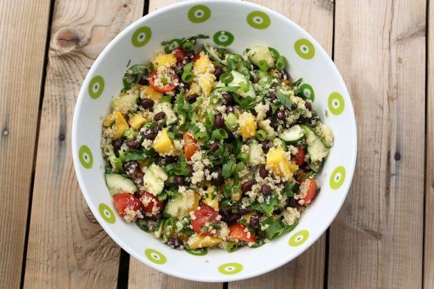Insalata di quinoa con avocado e mango