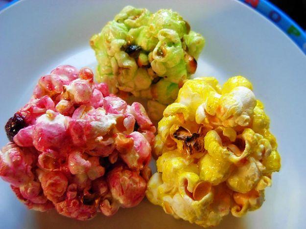 Palline di popcorn caramellati