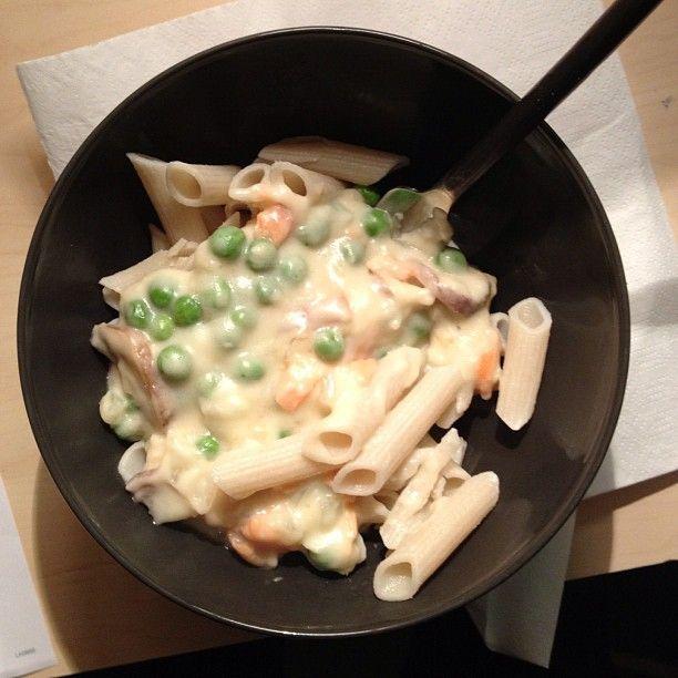 Pasta al salmone con funghi e piselli
