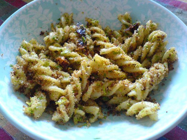 Pasta alla siciliana con pangrattato