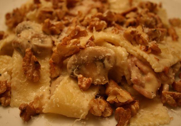 Pasta con funghi e noci