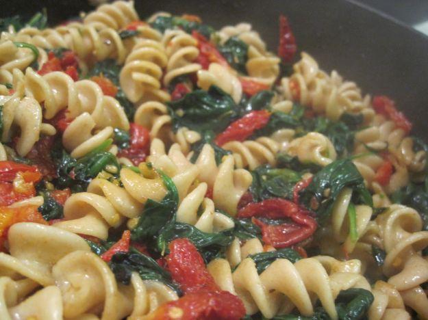 pasta con pomodorini e spinaci