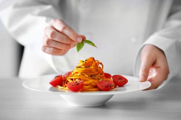 Le ricette preferite dai vip: cosa mangiano (e a volte cucinano) le star