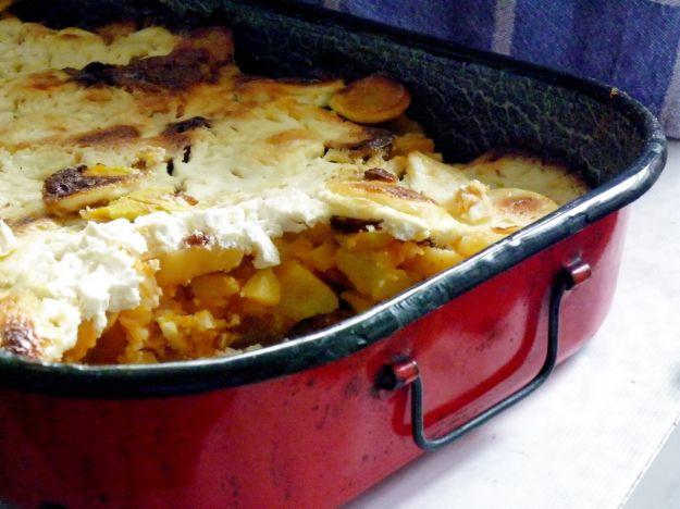 Pasticcio di patate, cipolle e formaggio