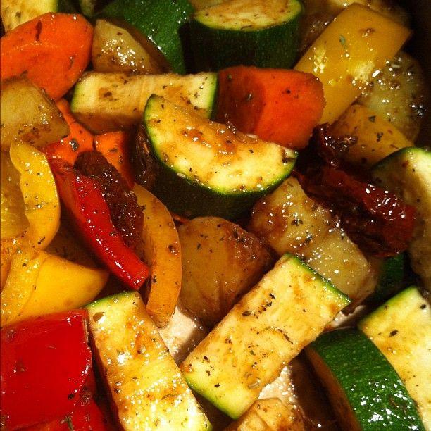 patate, peperoni e zucchine in padella