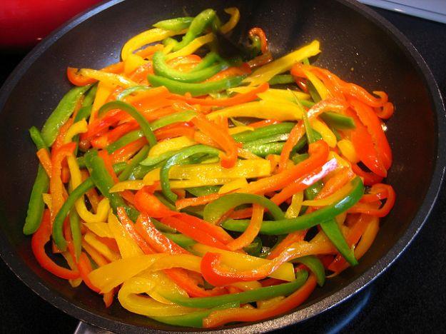 peperoni al forno con capperi