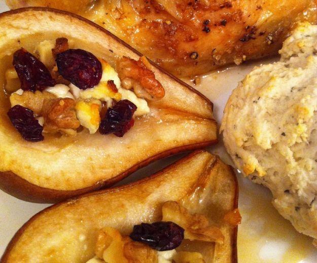 Dessert di pere con formaggio e aceto balsamico