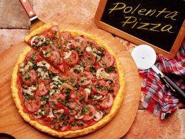 Pizza di polenta con salame