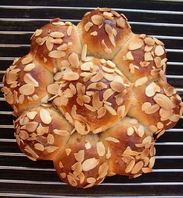 Dreikonigskuchen o dolce dell'Epifania svizzero