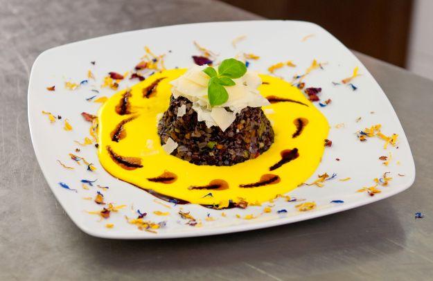 Riso venere con salsa di gorgonzola allo zafferano