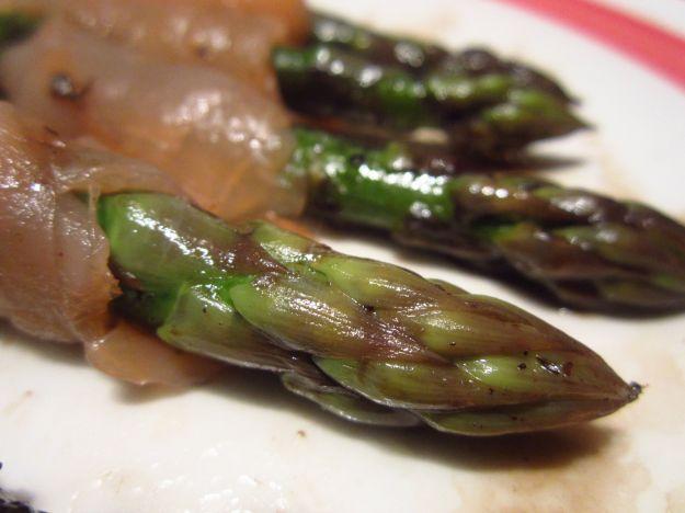 Salmone affumicato con asparagi