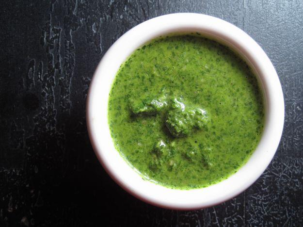 Salsa verde all'uovo e acciughe