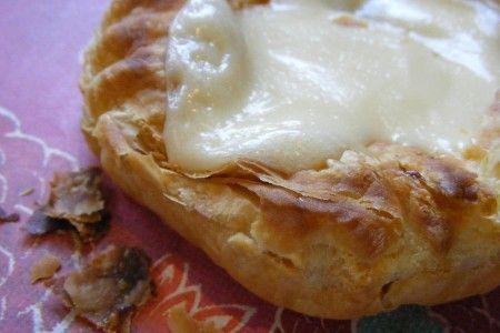 Angoli di sfoglia con carne e formaggio danese